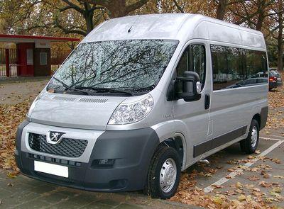1024px-Peugeot_Boxer_front_20071108