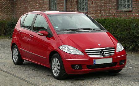 800px-Mercedes-Benz_A_180_CDI_Elegance_W_169_–_Frontansicht_1_30._März_2011_Wülfrath