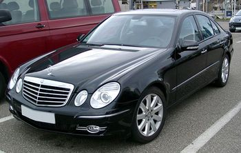 800px-Mercedes_W211_front_20080127