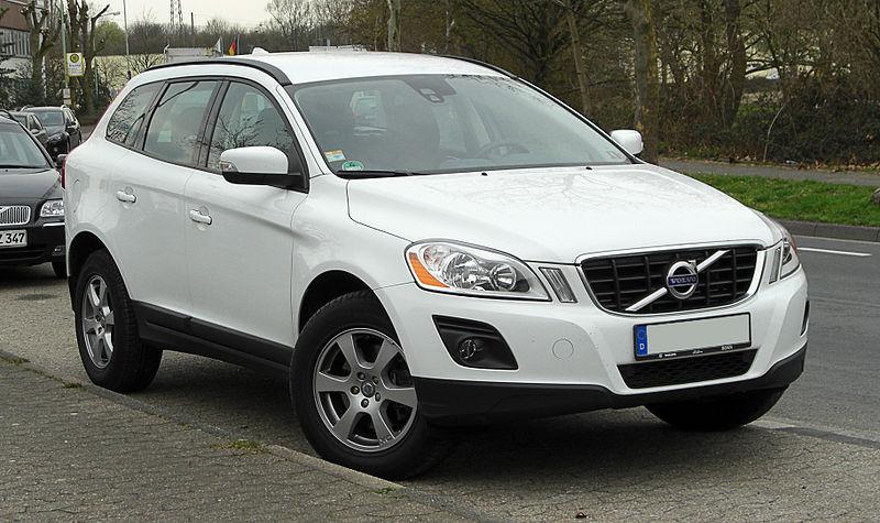 800px-Volvo_XC60_2.4D_DRIVe_–_Frontansicht_26._März_2011_Ratingen